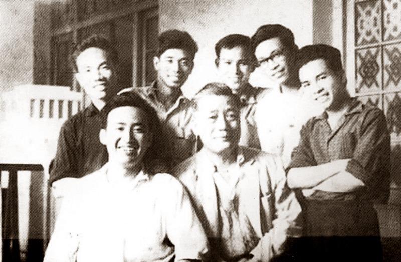 Tổ Thiết kế Lăng Chủ tịch Hồ Chí Minh (Viện Thiết kế Dân dụng) do KTS Nguyễn Ngọc Chân (Viện trưởng) chủ trì.